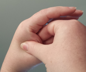 hand accupressure point for headaches and migraines